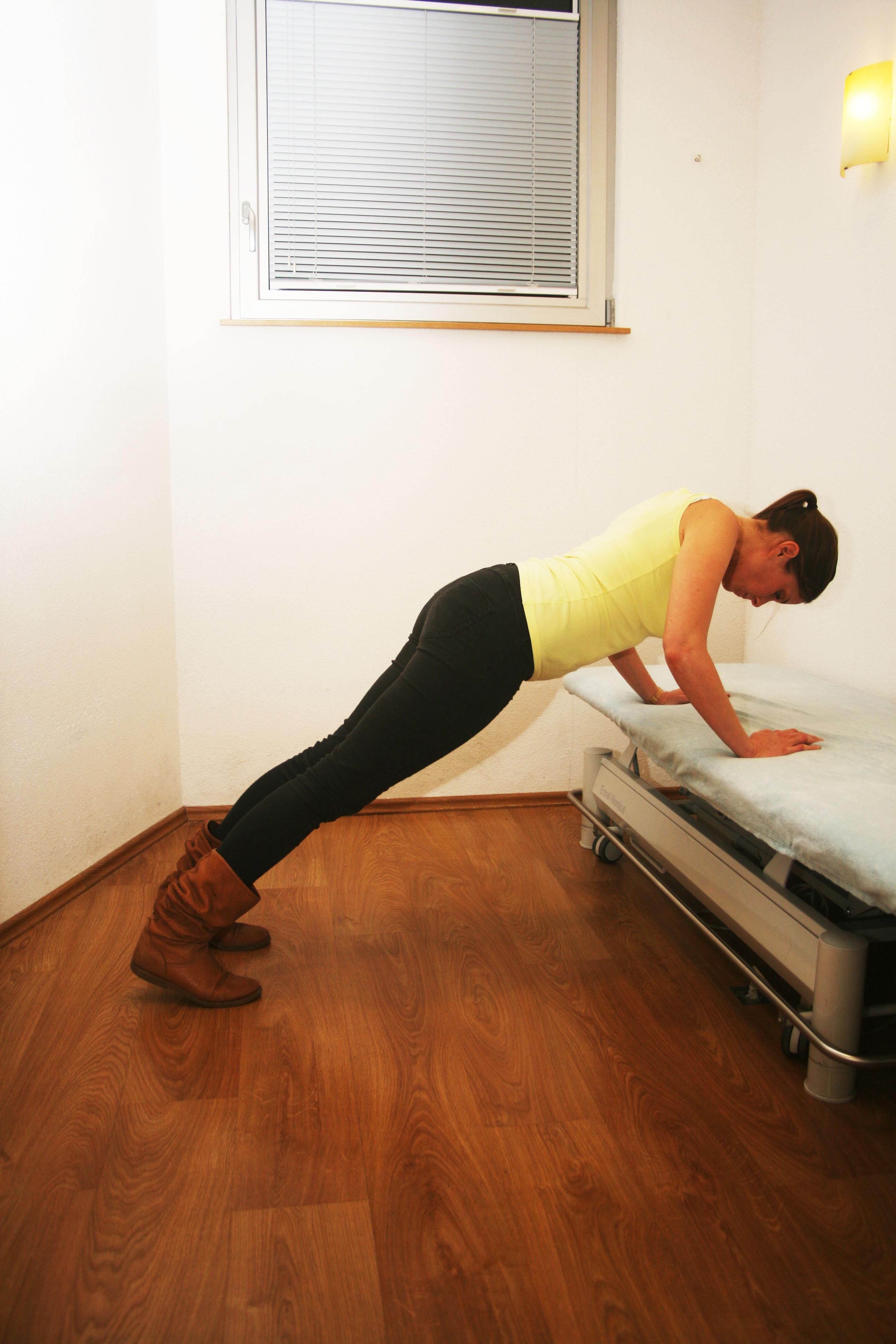 132 paule travail de r ception de chute sur les mains face un lit masseur kin sith rapeute. Black Bedroom Furniture Sets. Home Design Ideas